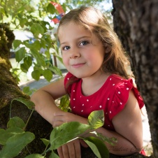 Photo of girl in the morning next to a tree