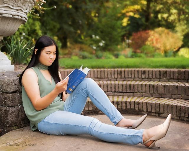 Senior photo of girl at Lewis & Clark College