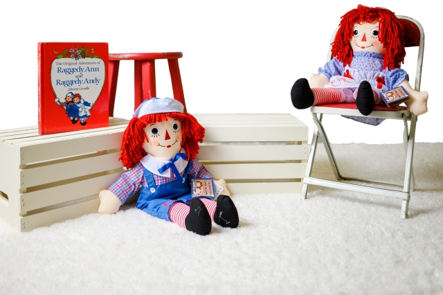 Photo of Raggedy Ann and Andy children's photo session.